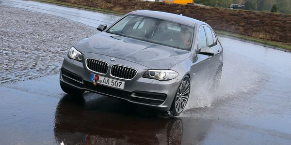 Test pneumatici estivi: Auto Bild confronta la frenata sul bagnato