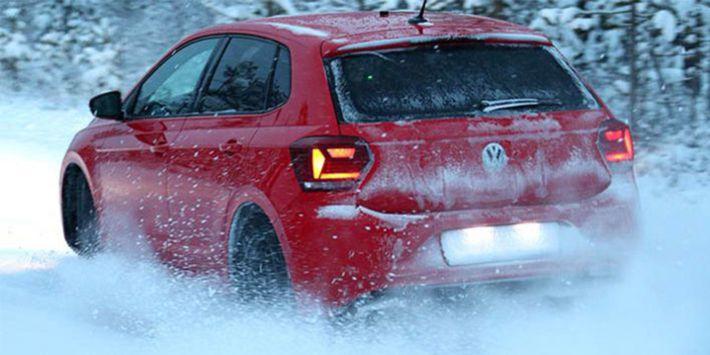 La city car Volkswagen Polo utilizzata per testare gli pneumatici invernali sulla neve nell'ultimo comparativo 2019 di TCS e ADAC
