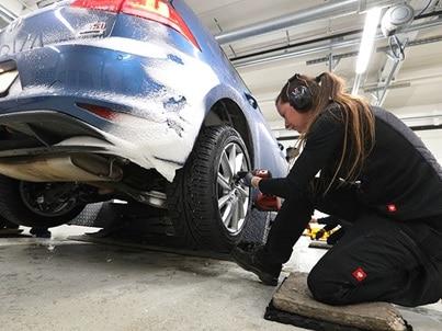 Test pneumatici invernali 2021 di ADAC e TCS: montaggio pneumatici invernali su Volkswagen Golf